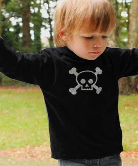 Trendy Kids Hoodie in black with silver glitter skull & crossbones print