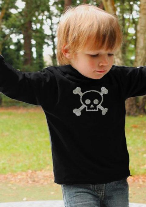 Trendy Kids Hoodie in black with silver glitter skull & crossbones print