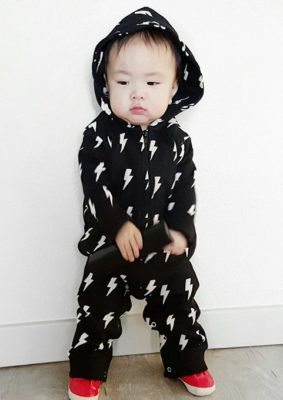Trendy baby romper all in one, black hooded black baby outfit with lightning print